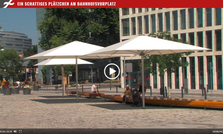 lambert-gmbh-goeppingen-pressebereicht-grossschirm-bahnhof-vorplatz-palazzo-stadtsofa-filstalwelle