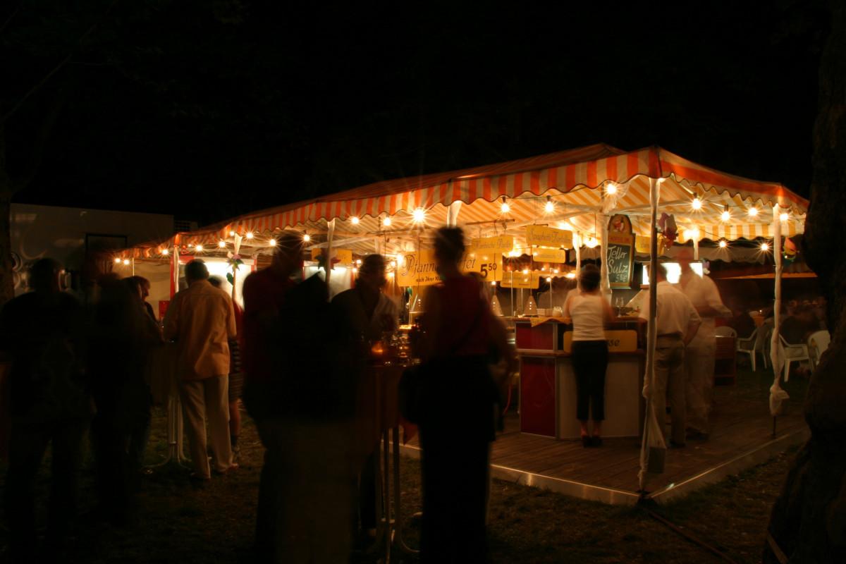 lambert-gmbh-goeppingen-marktsysteme-marktbedarf-marktschirme-zelte-baukastensystem-gastronomie-strassenfest-zeltbeleuchtung