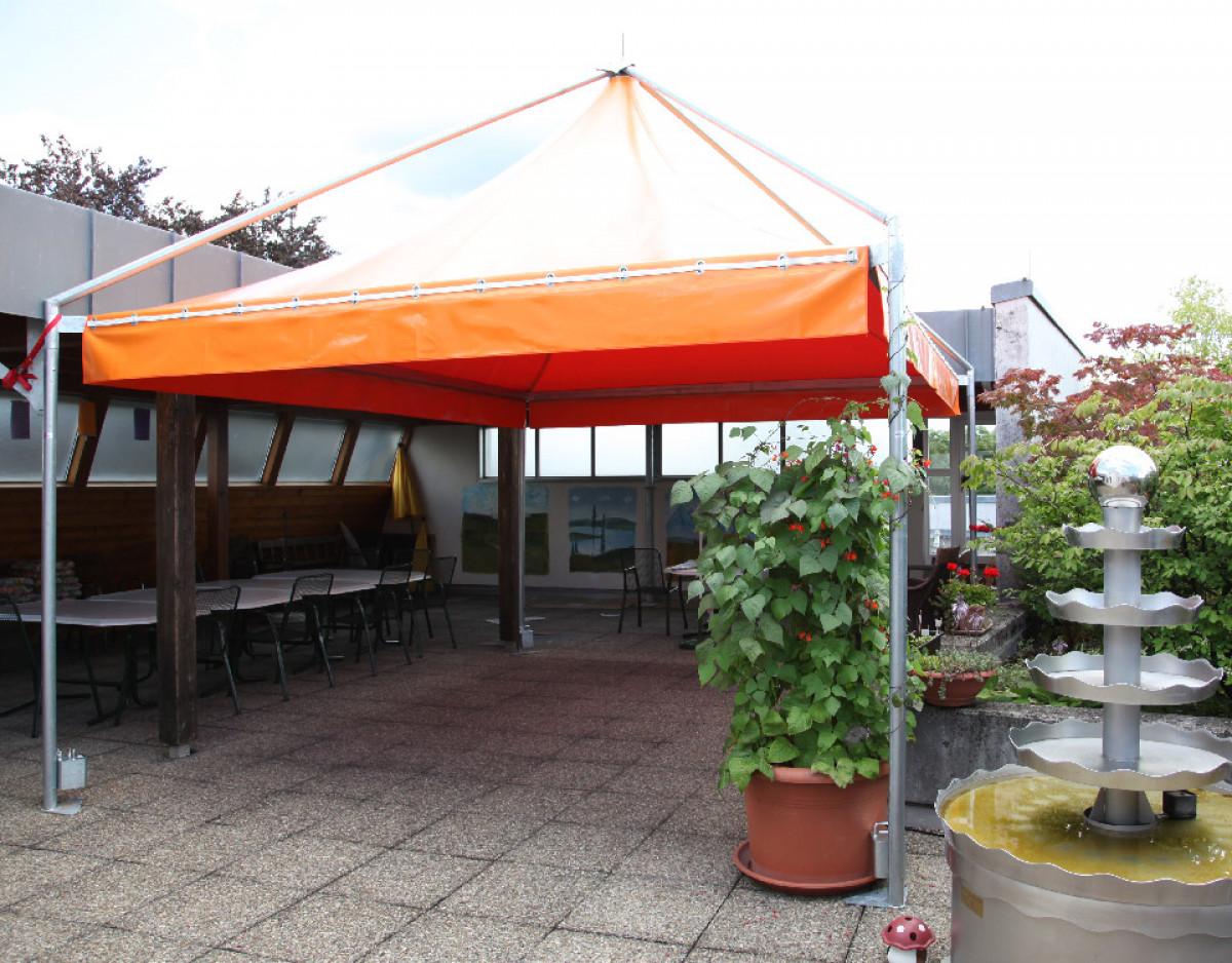 lambert-gmbh-goeppingen-pagode-zelte-sonnschutz-wetterschutz-marktzelte-gastronomie-hotellerie-orange